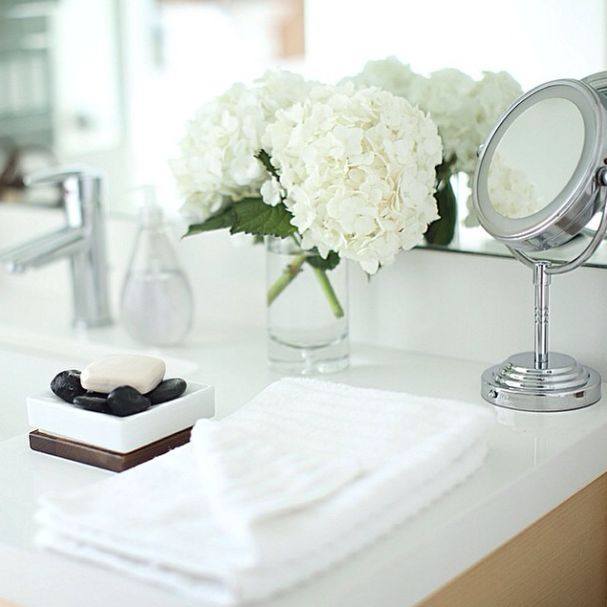 -Bathroom Vibes- I always like to have fresh flowers in my bathrooms, and lavender and eucalyptus essential oils diffusing. xo, Rachel www.RachelTalbott.com
