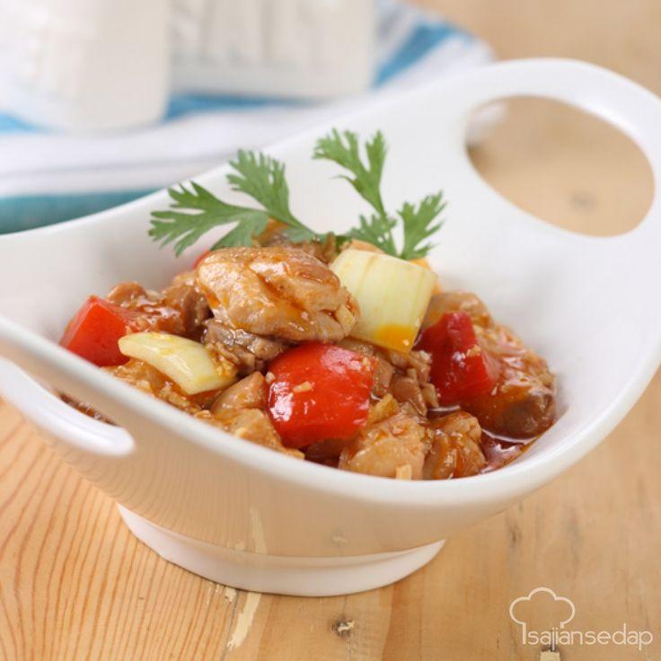 Mari belajar memasak ayam tumis asam manis ala restoran dengan tiga langkah mudah dan bahan nan sederhana.