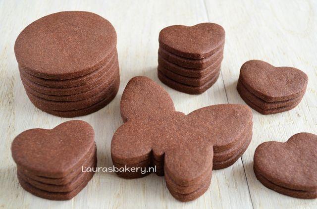 Deze chocolade suikerkoekjes zijn een variant op het recept voor gewone suikerkoekjes dat ik al eerder online zette. Deze gebruik ik altijd wanneer ik koekjes decoreer met Royal icing en ik wil dat ze