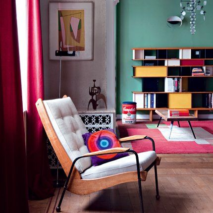 """Inveterate bargain hunters, Jean-François and Sophie were in search of the perfect cocoon to accommodate their furniture of modern design. A unique collection of essential items, by Jean Prouvé, Gino Sarfatti, Le Corbusier or Verner Panton. I must say, Jean-François antiquarian and welcomes its guests in his home. Hence the importance of finding a setting that is equal to this collection so impressive. So the couple opted for an apartment of six rooms in a row, in the district du…"