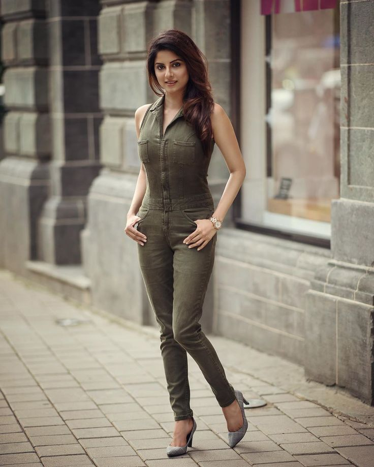 Finally Friday!! And This jumpsuit 😍 . . PC