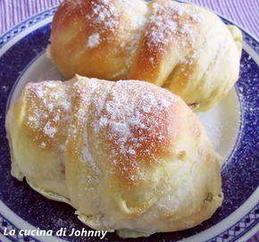 Per una colazione meravigliosa l'ideale sono queste deliziose Brioches soffici da gustare da sole o farcite con marmellata o nutella, sempre irresistibili