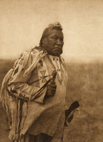 """Piksohkomi - """"Calling-bird"""" - Piegan (The North American Indian, v. XVIII. Norwood, MA, The Plimpton Press,  1928) by Edward Sheriff Curtis from University of Southern California Libraries"""
