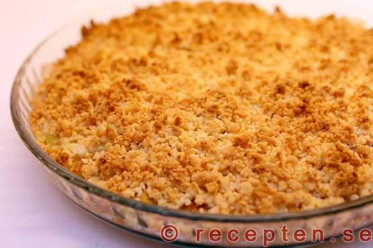 Rabarberpaj - Recept på min goda rabarberpaj, en smulpaj med kokos i smuldegen. Mycket god och enkel paj med rabarber.