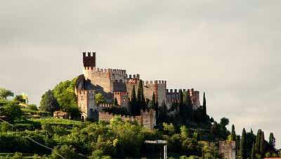 Castello Soave. Verona (veneto)  Piccolo manufatto del medioevo. Castello Scaligero disponibile per feste nuziali e ricevimenti vari.