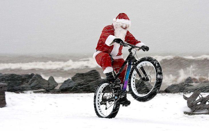 Άρτα: Κάθε ποδηλάτης γίνεται . Άγιος Βασίλης για μία μέρα!