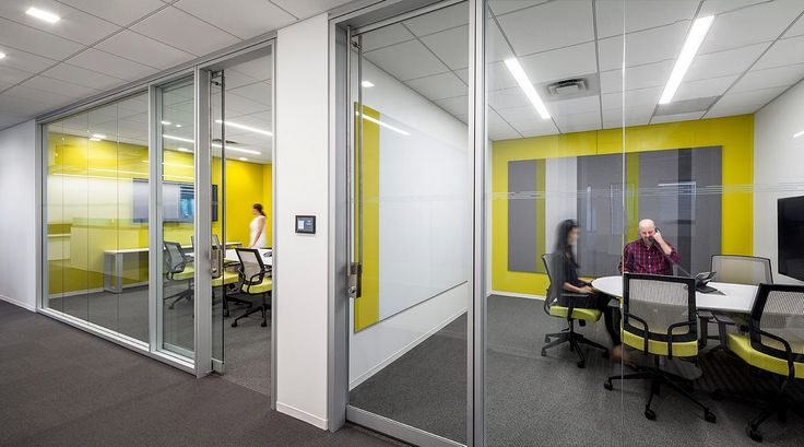 Designed to adapt to building structures and floor plans, Optos Low Profile provides full space division through functional integration with Teknion's Altos architectural walls and compatible floor/ceiling levelling capabilities.