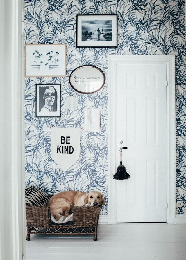 Willow wallpaper and a cute doggy in the lovely Swedish home of Johanna Bradford