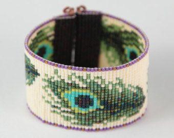 Buffalo Beaded Cuff Bracelet Arrow Design Bead Loom por PuebloAndCo