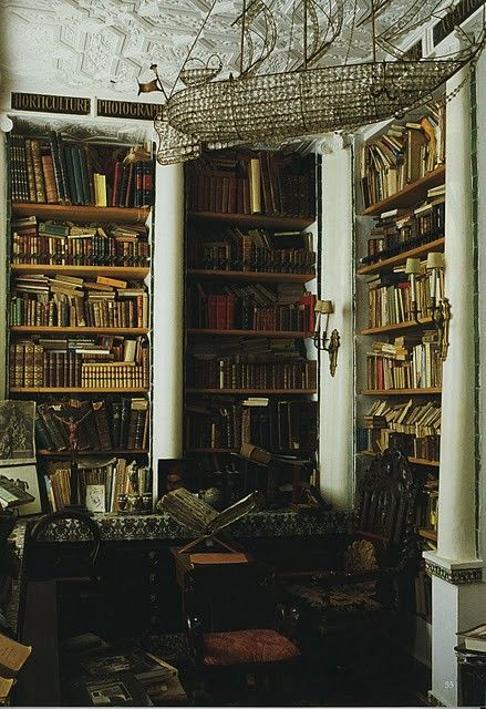 Old world.: Crystals Chand, Bookshelves, Home Libraries, Books Shelves, World Of Interiors, Ships, Books Nooks, Libraries Books, Old Books
