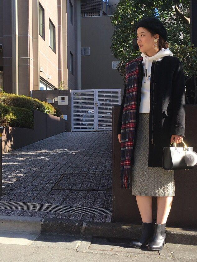 【心ときめくクリスマスに。本気のデート服特集】 雑誌に「フードパーカーを大きめに着る女子がモテる」と書いてあったので、それを参考にモテコーデを組みました。