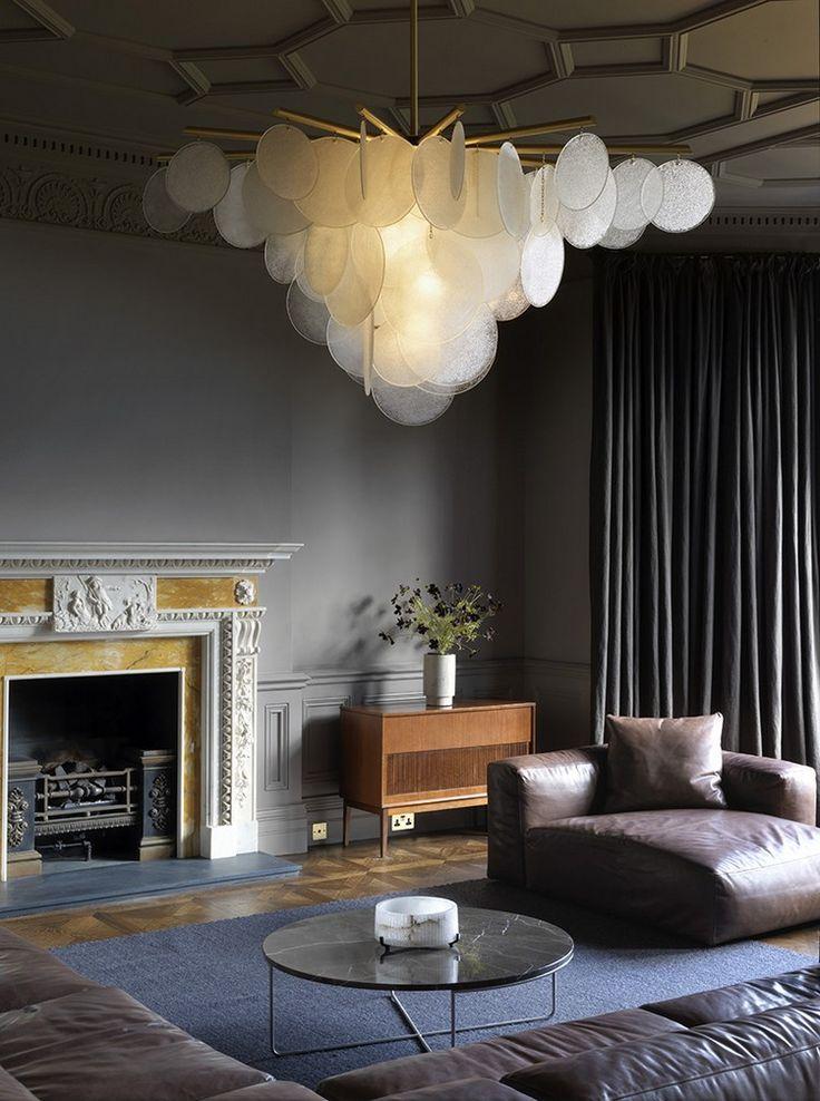 Люстра в интерьере гостиной: секреты выбора гармоничного освещения