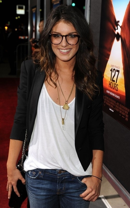 Shenae Grimes - cropped black blazer + faux glasses + relaxed shirt and denim