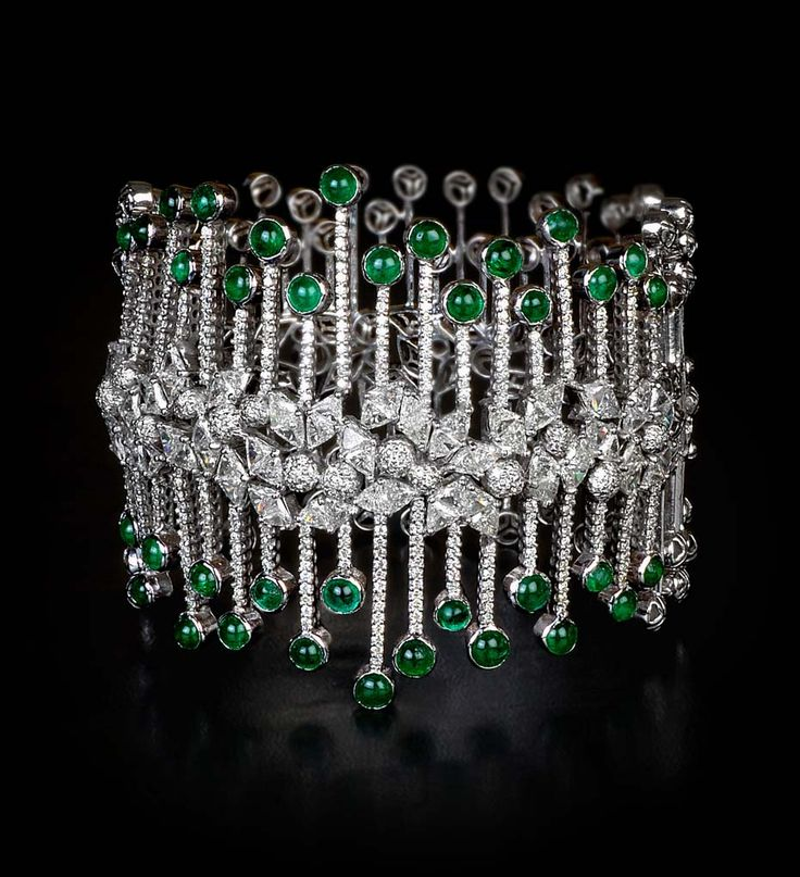 MINAWALA Festival of Emeralds collection bracelet in white gold with diamonds and emeralds.