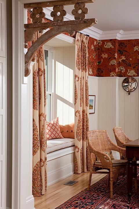 My favorite designer Sarah Richardson's lovely Farmhouse Dining Room.   sarahrichardson.com