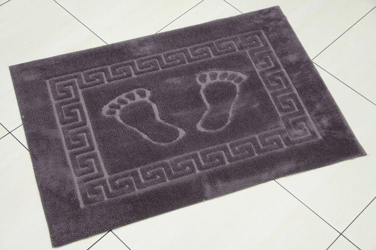 Śliwkowe dywaniki łazienkowe ze stópkami