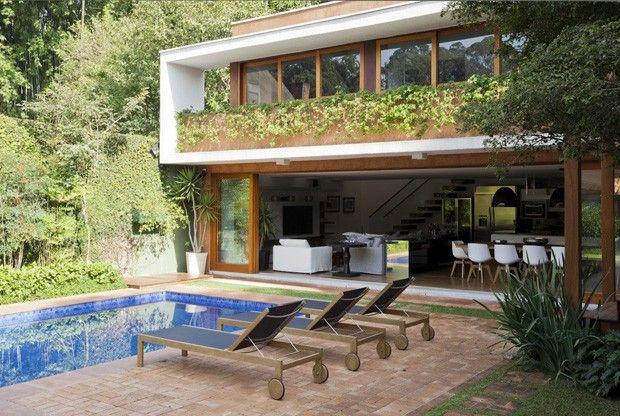 Casa com estilo mediterrâneo ganha área de lazer de 240 m² (Foto: Divulgação)