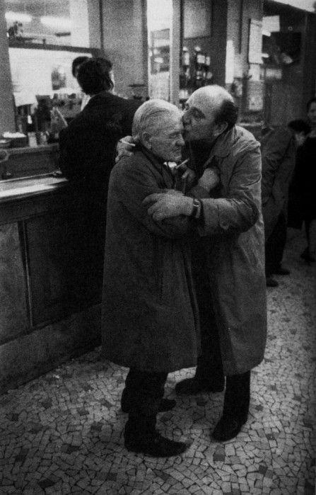 Richard Kalvar - Two men kissing in a Paris cafe