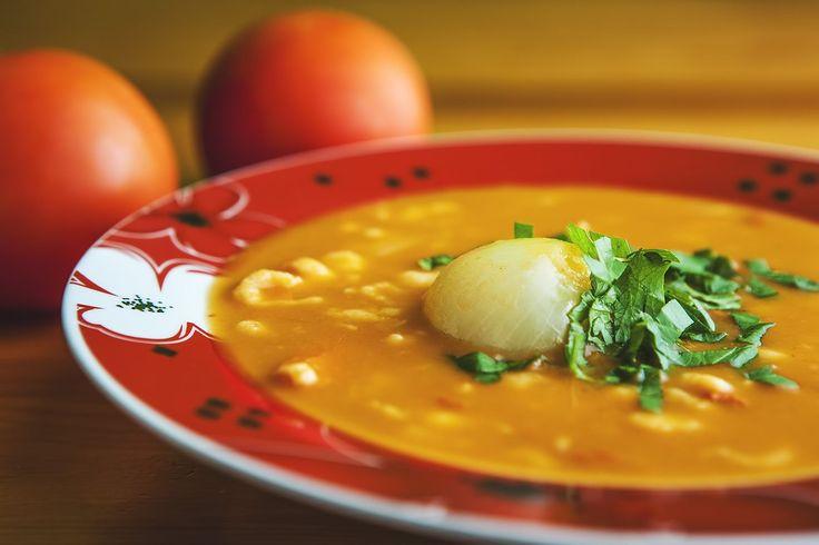Od mamy to mamy! Z tym rodzajem pomidorowej spotkałam się po raz pierwszy u teściów w Czechach, pomimo wstępnych oporów bardzo mi zasmakował. Oto i on – importowany zza południowej granicy.
