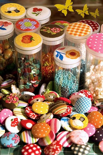 Tubinhos de plástico decorados com tecido.Sewing, Vintage Buttons, Buttons Crafts, Buttons Art, Buttons Vintage Style, Buttons Oobibaby, Buttons, Buttons Heavens, Buttonsvintag Style