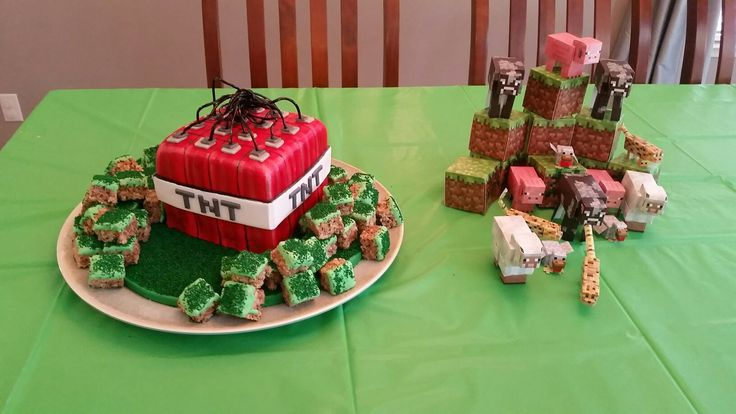 Minecraft TNT cake with (rice crispy) grass blocks