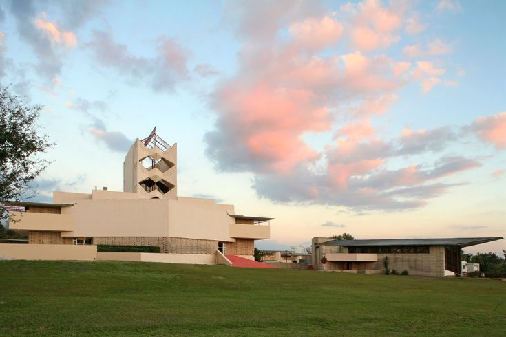 Florida Southern College Architecture | Frank Lloyd Wright's Florida Southern College | Credit: Robin Hill ...