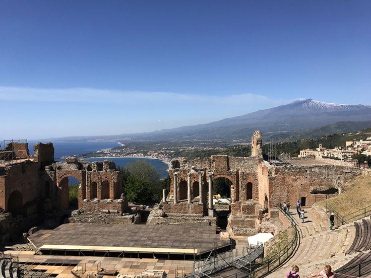 eatro grego de Taormina: a edificação mais sensacional em que já estive, por duas vezes (e já fui ao Coliseu, Mesquita Azul, Santa Sofia, Notre Dame…). Que sorte.  Construído no século 3 A.C.