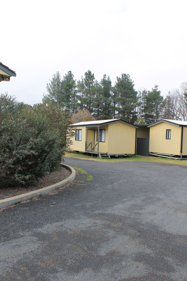 Welcome to Armidale Acres Motor Inn, offering a variety of accommodation choices. Overnight or short stays, Weekly stays where the longer yo.