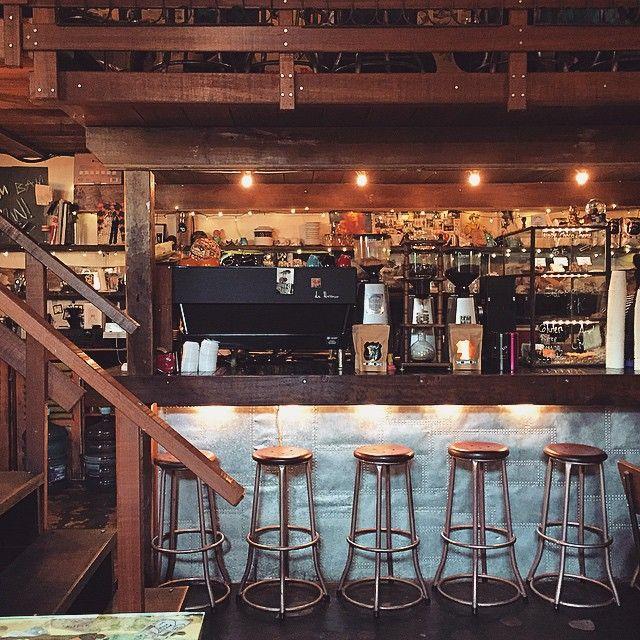 Cafe dengan design yang rustic membawamu seakan sedang berada di bar Koboi. Photo credit: IG @karina__lee