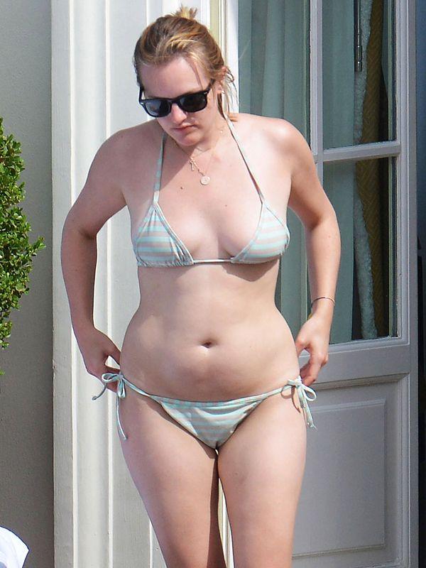 Elisabeth Moss Hot Exposing Through Her Hot Bikini In -8032