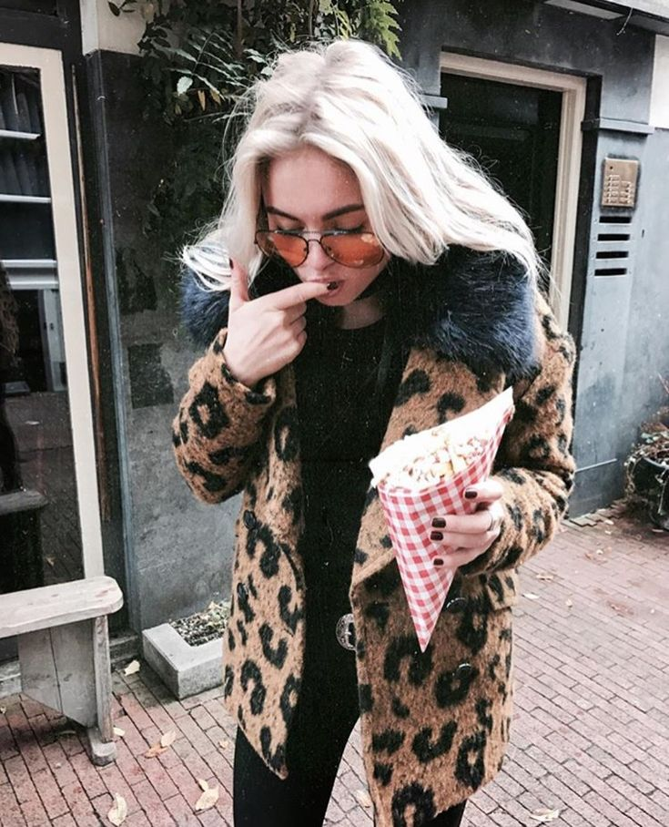 Claartje Rose, Dutch blogger, leopard