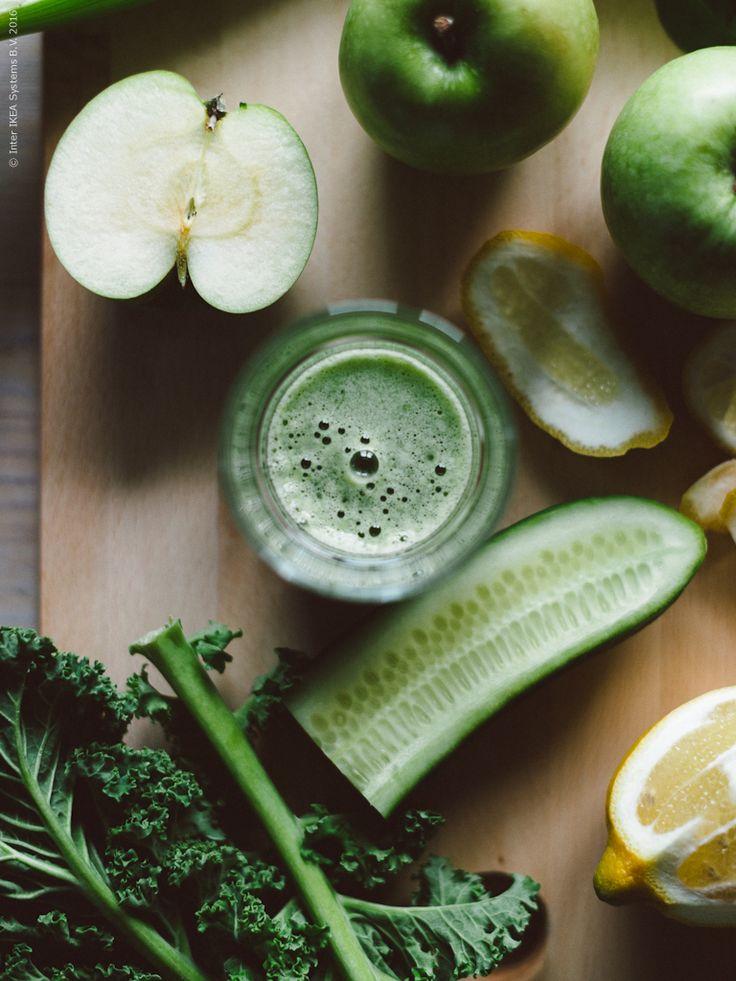 Grön juice: Grönkål, äpple och selleri. Klicka på bilden för recept!