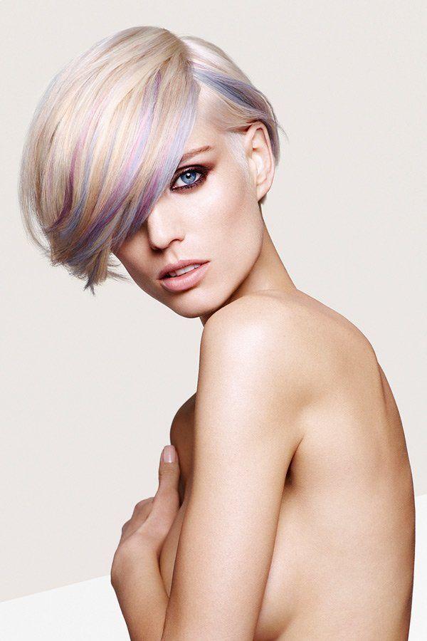 """Ein toller Start für die Trendfrisuren 2013: Diese coole Bob stammt aus dem Hause Sassoon, aus der """"Constructivist Collection"""", die mit geometrischen Schnitten begeistert. Auch die Haarfarben dieses Haarschnitts sind ausgeklügelt: Eine Harmonie aus kühlen und warmen Tönen, kombiniert mit einem Hauch an von Lila und Blau.Noch mehr Frisuren immer aktuell hier"""