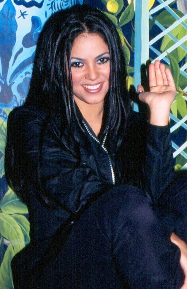 La cantante ha sido ganadora de dos Premios Grammy y ocho Premios Grammy Latinos. La empresa Live Nation considera a la colombiana la más importante de su generación por su impacto global claramente consolidado, y la única con este contrato dentro de los artistas más importantes del mundo.  -Source: Yahoo! en Español
