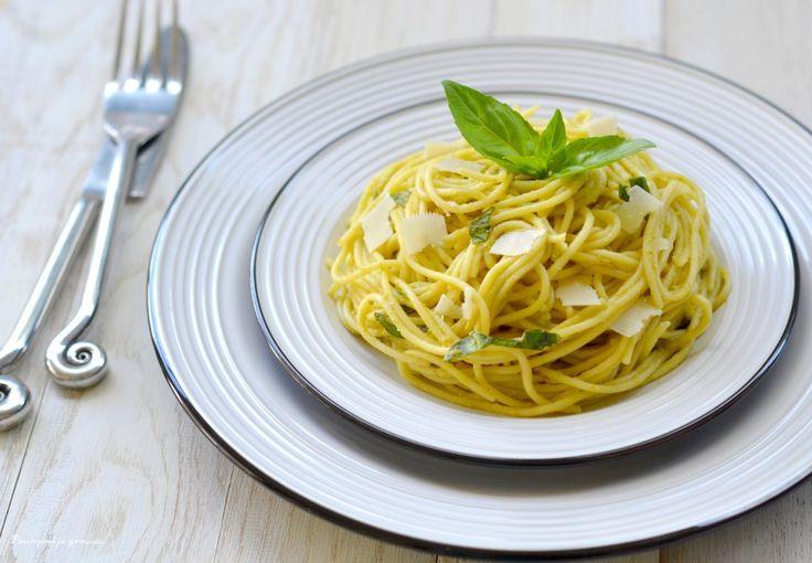 Spaghetti à la crème d'avocat, au basilic et au citron