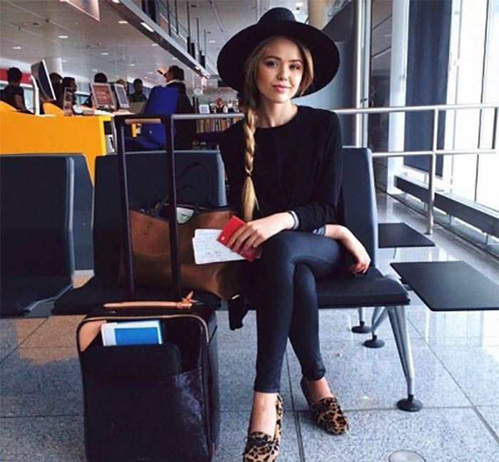 Vai viajar de avião nestas férias e ainda não sabe o que vestir para o voo? Longas horas de viagemexigem um look confortável e prático, mas que não precisa também ser sem graça.  Na hora de