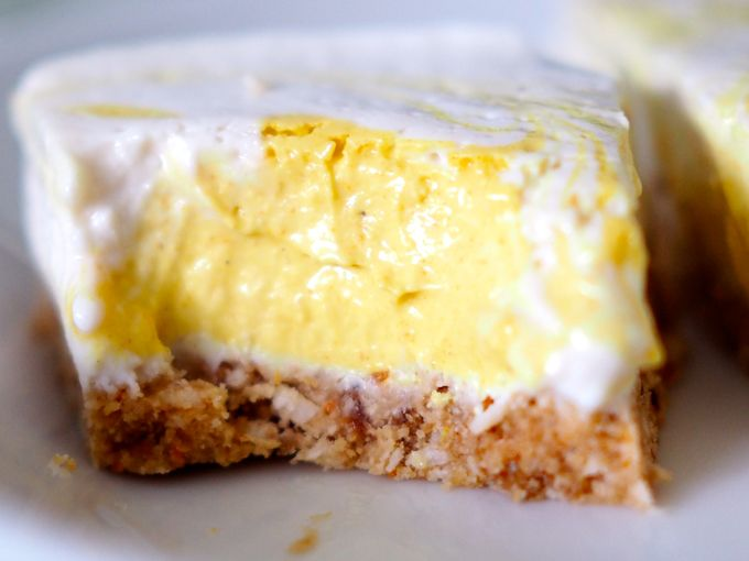 Hunajainen sitruunaleivos raakajälkiruoka