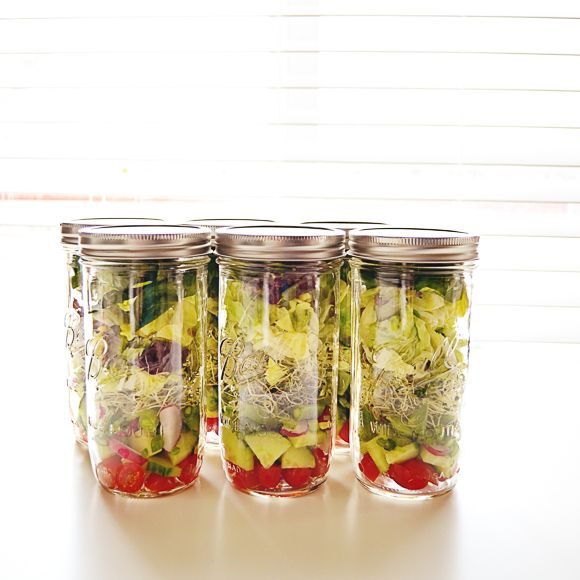 The how and why behind storing a weeks worth of salads in mason jars. Excellent write up!... Mason Jar Salads | The Busy/Lazy Girl's Way To Make Better Food Choices