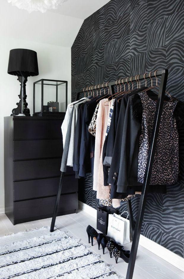 kledingrek-zwart