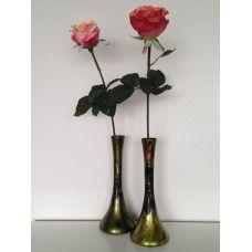 Decoratieve vaas roos. Prachtige hand beschilderde glazen vaas, mooi  voor enkele roos.