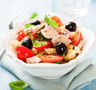 Geniet van deze Mediterraanse pastasalade met tonijn. De meest koolhydraatarme pastasalade van Nederland. Smakelijk!