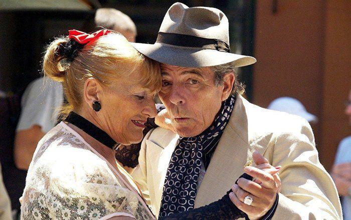 'Stubbornness, Strong Bond With Family:' The Secret Traits to Living Longer - Sputnik International