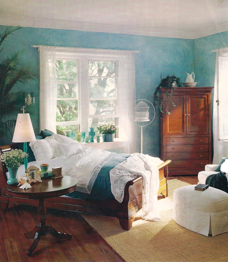 Blue and white bedroom. Not the sponge painted walls but color and style are classic and lovely.
