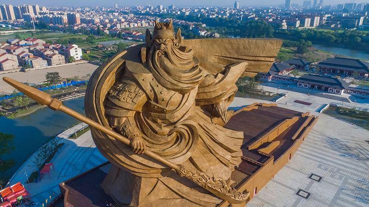 China faz estátua épica de Deus da Guerra