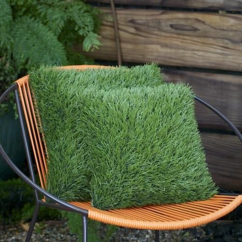 How can you not smile when you see this pillow? Mix it in with fabric pillows on your vintage glider, modern outdoor sofa, or moroccan day bed to add a bit of the unexpected. Made from a high-quality synthetic grass and sunbrella fabric, these pillows stand up to life out of doors beautifully.