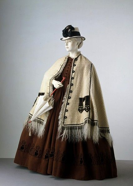 1862 Dress  Place of origin:  UK (made)  Materials and Techniques:  Corded silk, appliqued and machine embroidered, lined with cotton, faced with tarleton, reinforced with boning, hand-sewn    T.22-1973 / taf
