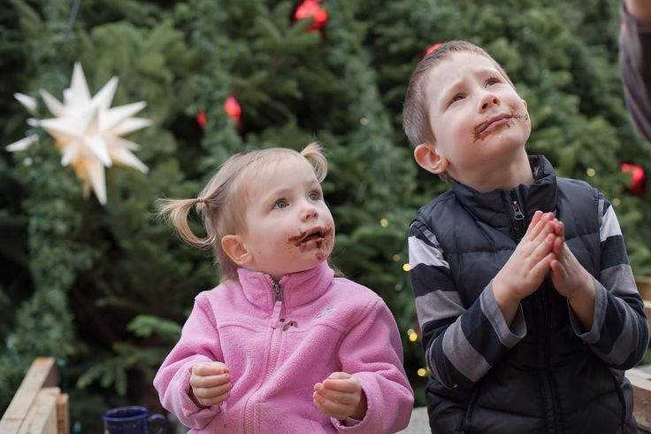 Kids are begging for more chocolate from the chocolate fountain. In front of the Christmas Tree with the lovely Herrnhut Stars Decoration. #mybrilliantstar #herrnhutstar #moravianstar #christmas #decoration #vancouverchristmasmarket