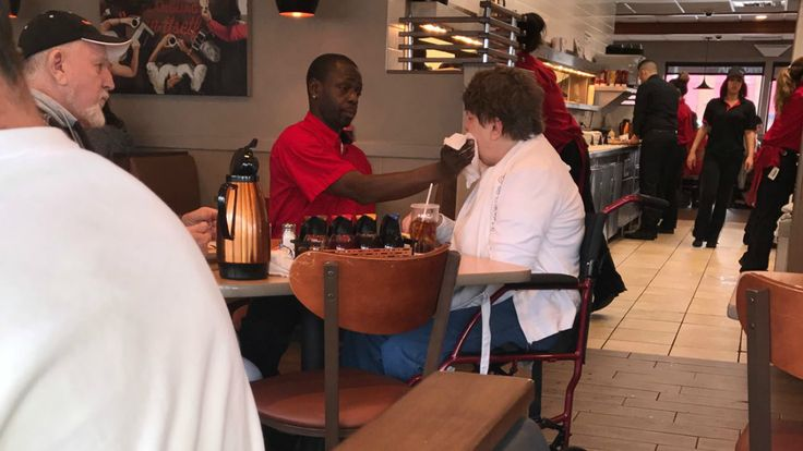 A waiter at an IHOP in Springfield, Illinois, is earning praise from thousands of strangers after a photo of him serving up an act of kindness earned national attention.    Keisha Dotson, 26, was eating at...
