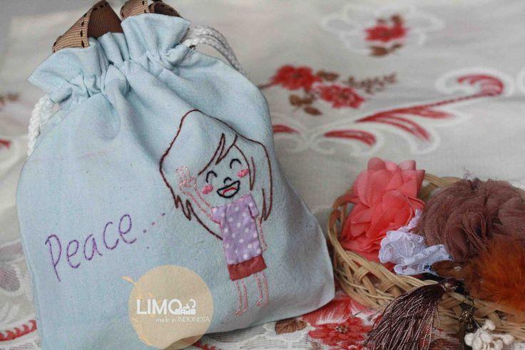Peace | 35K | bahan: belacu | check this limo-made.blogspot.com #handmade #littlebag #limitededition #semarang #indonesia #limomade