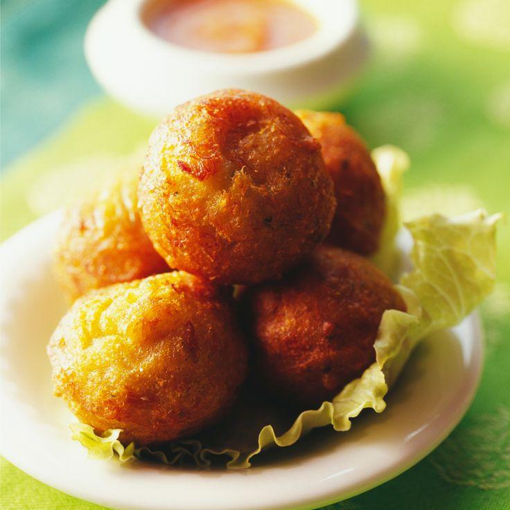 Découvrez la recette accras de morue antillais sur cuisineactuelle.fr.